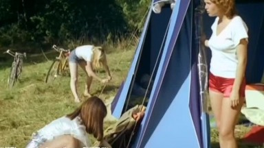 经典复古这样的地方太性福了随时随地可以啪啪插入操穴男人天堂啊《疯狂的淫荡家庭1978》